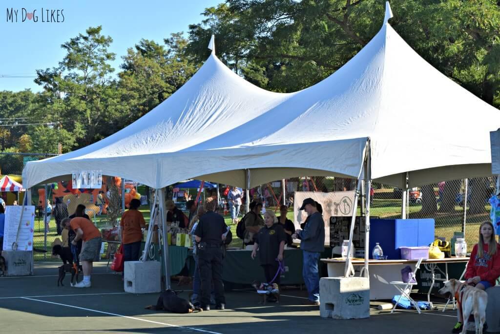 The vendors at Lollypop Farm's Barktoberfest