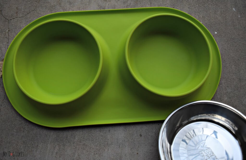 The stainless steel bowls can be removed from the silicone base of the Messy Mutts double feeder
